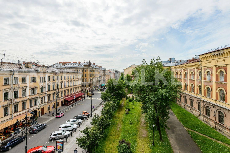 Элитные квартиры в Центральном районе. Санкт-Петербург, ул. Восстания 8А . Вид из окна кухни-столовой