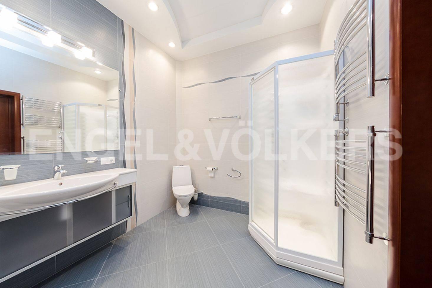 Элитные квартиры в Центральный р-н. Санкт-Петербург, ул. Восстания 8А . Ванная комната в спальне
