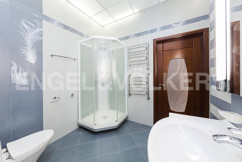 Элитные квартиры в Центральный р-н. Санкт-Петербург, ул. Восстания 8А . Гостевая ванная комната