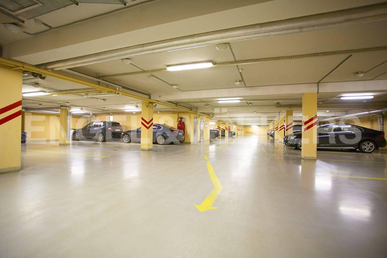 Элитные квартиры в Центральном районе. Санкт-Петербург, ул. Восстания 8А . Подземный паркинг дома