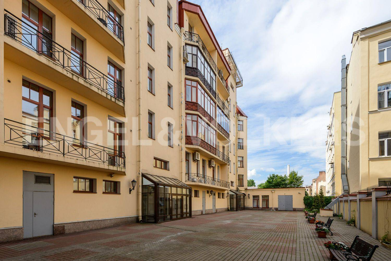 Элитные квартиры в Центральном районе. Санкт-Петербург, ул. Восстания 8А . Закрытая внутренняя территория дома
