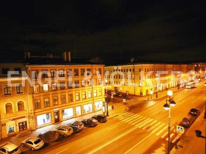 Вид из окна на Невский проспект