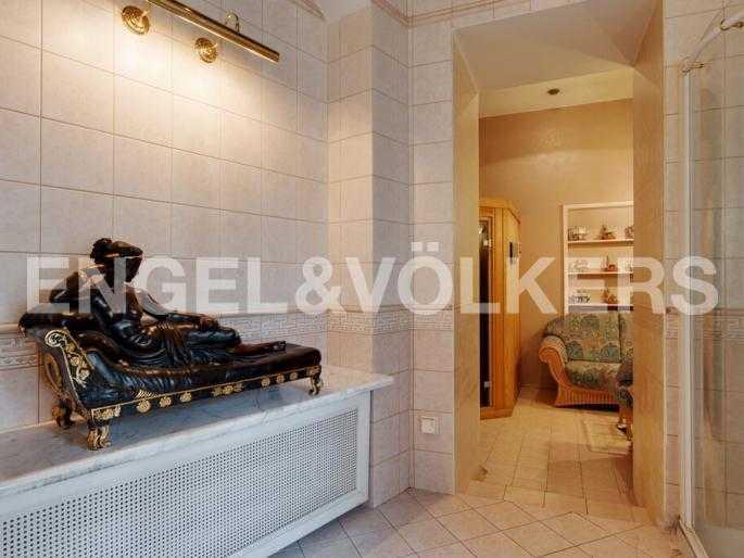 Элитные квартиры в Центральном районе. Санкт-Петербург, Суворовский пр., 33. Декор в ванной комнате