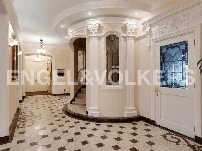 Элитные квартиры в Центральном районе. Санкт-Петербург, Суворовский пр., 33. Холл на первом уровне