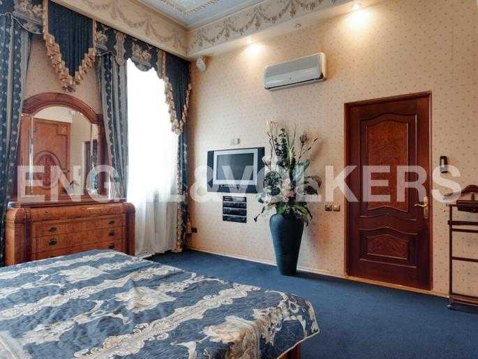 Элитные квартиры в Центральном районе. Санкт-Петербург, Суворовский пр., 33. Спальня на втором уровне