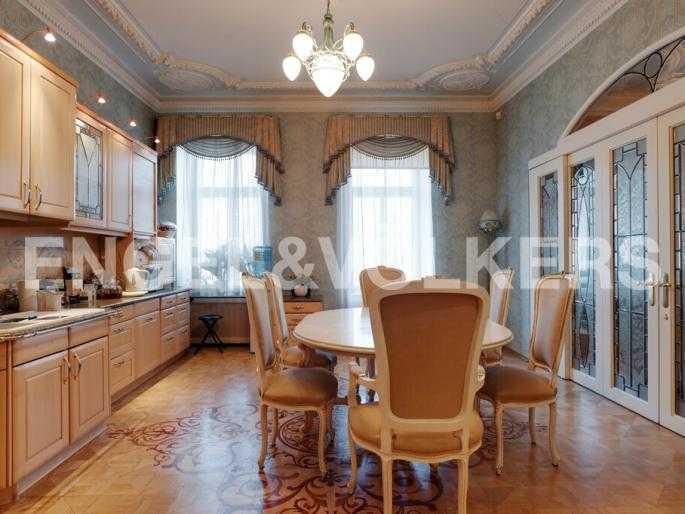 Элитные квартиры в Центральном районе. Санкт-Петербург, Суворовский пр., 33. Кухня-столовая