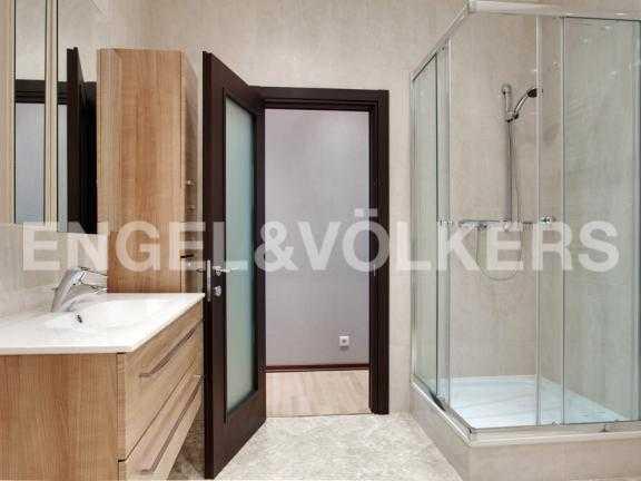 Элитные квартиры в Других районах области. Санкт-Петербург, 27-я линия 16. Ванная комната