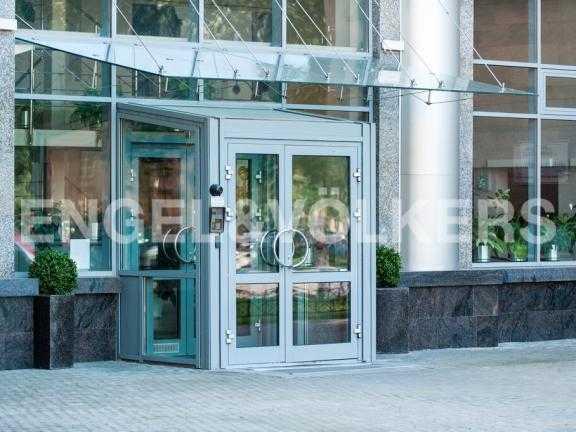 Элитные квартиры в Других районах области. Санкт-Петербург, 27-я линия 16. Вход в парадную