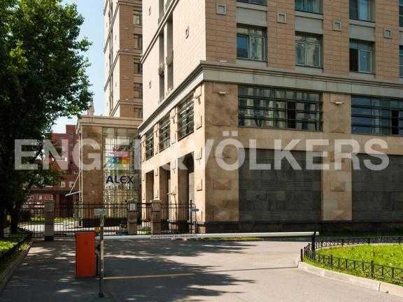 Элитные квартиры в Других районах области. Санкт-Петербург, 27-я линия 16. Фитнес клуб в здании комплекса