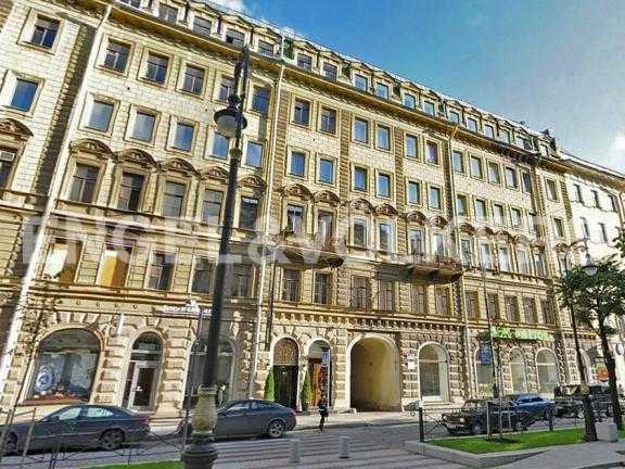 Элитные квартиры в Центральный р-н. Санкт-Петербург, Большая Конюшенная ул. 12. Фасад дома