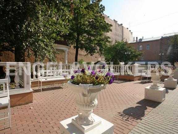 Элитные квартиры в Центральном районе. Санкт-Петербург, Дворцовая наб. 12-14. Внутренний двор