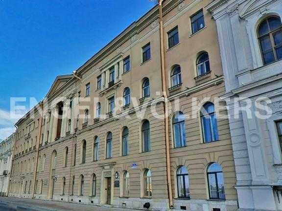 Элитные квартиры в Центральный р-н. Санкт-Петербург, Дворцовая наб. 12-14. Фасад здания
