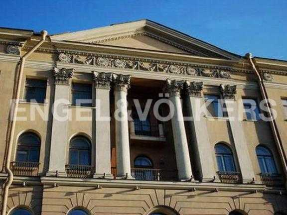 Элитные квартиры в Центральном районе. Санкт-Петербург, Дворцовая наб. 12-14. Элемент декора здания