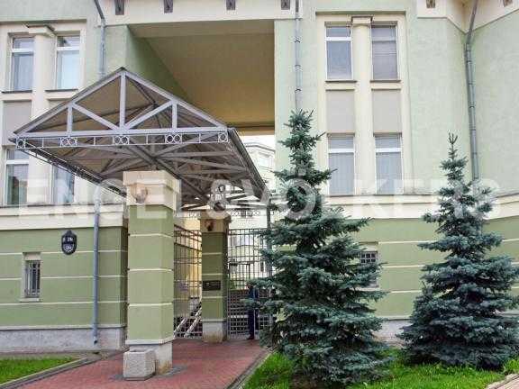 Элитные квартиры на . Санкт-Петербург, Константиновский пр. 26. Парадный вход в комплекс