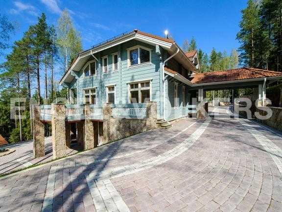 Элитные квартиры в Всеволожском районе. Ленинградская область, п. Медное озеро. Вид на дом (южная сторона)