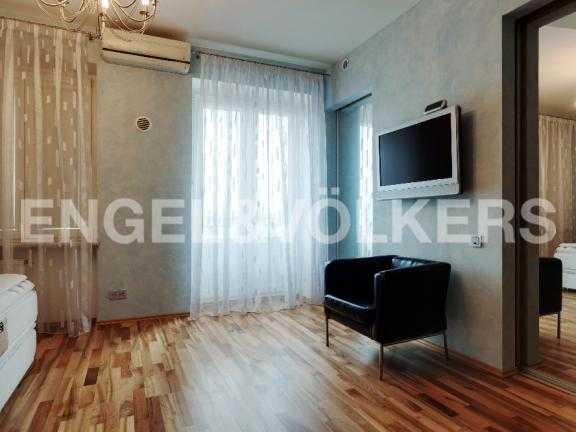 Элитные квартиры в Петроградский р-н. Санкт-Петербург, Мичуринская ул. 6. Спальня на втором этаже