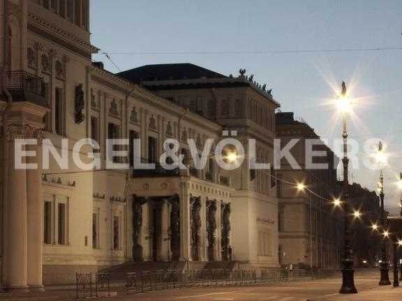 Элитные квартиры в Центральном районе. Санкт-Петербург, Миллионная ул. 24. Миллионная улица