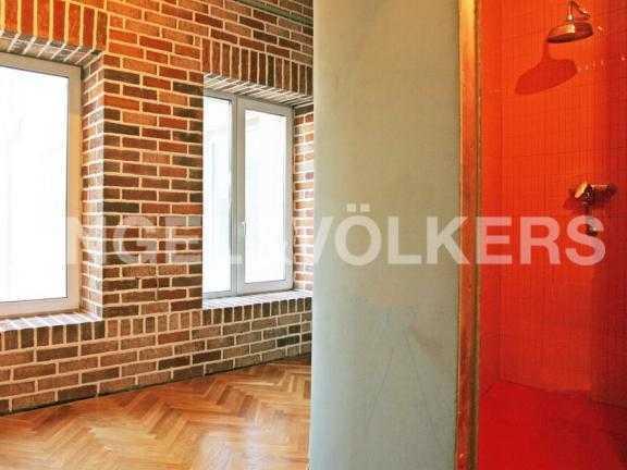 Элитные квартиры в Центральном районе. Санкт-Петербург, Миллионная ул. 24. Вход в ванную комнату