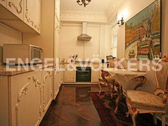 Элитные квартиры в Центральном районе. Санкт-Петербург, Наб. канала Грибоедова 46. Кухня- столовая