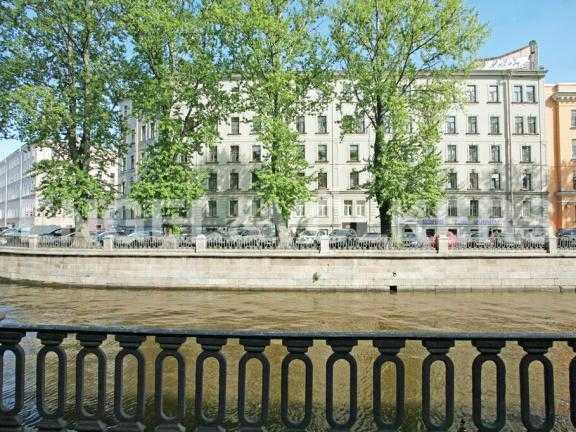 Элитные квартиры в Центральном районе. Санкт-Петербург, Наб. канала Грибоедова 46. Фасад здания