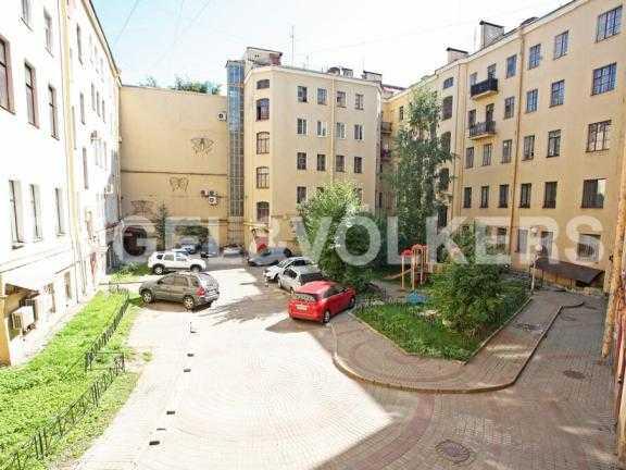 Элитные квартиры в Центральном районе. Санкт-Петербург, Наб. канала Грибоедова 46. Внутренний двор