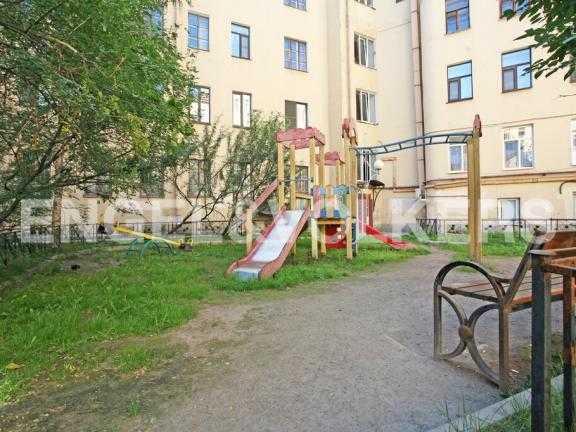 Элитные квартиры в Центральном районе. Санкт-Петербург, Наб. канала Грибоедова 46. Детская площадка