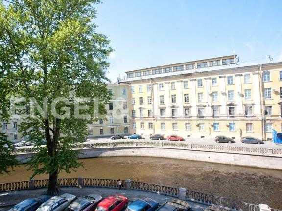 Элитные квартиры в Центральном районе. Санкт-Петербург, Наб. канала Грибоедова 46. Вид из окна на наб. канала Грибоедова