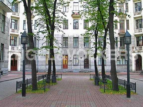 Закрытый благоустроенный двор - Курдонер
