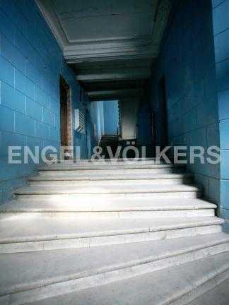 Элитные квартиры в Центральный р-н. Санкт-Петербург, Наб. реки Фонтанки, 12. Мраморная лестница парадного входа