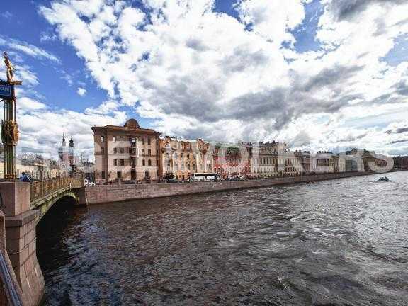Элитные квартиры в Центральный р-н. Санкт-Петербург, Наб. реки Фонтанки, 12. Угловое здание рядом с Пантелеймоновским мостом