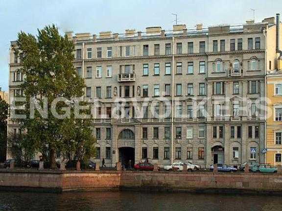 Элитные квартиры в Центральном районе. Санкт-Петербург, Наб. реки Фонтанки 126. Фасад здания