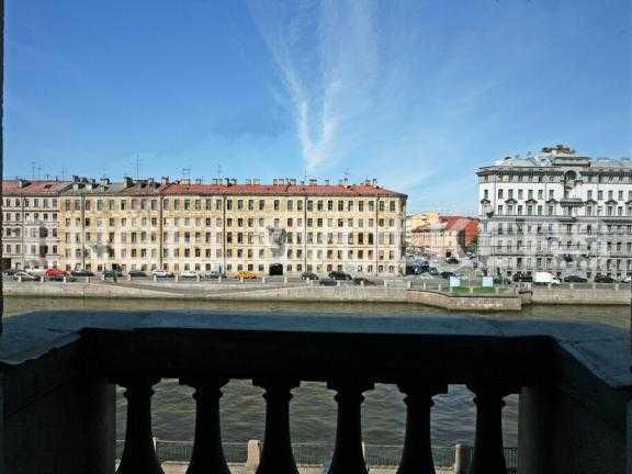 Элитные квартиры в Центральном районе. Санкт-Петербург, Наб. реки Фонтанки 126. Балкон в спальне