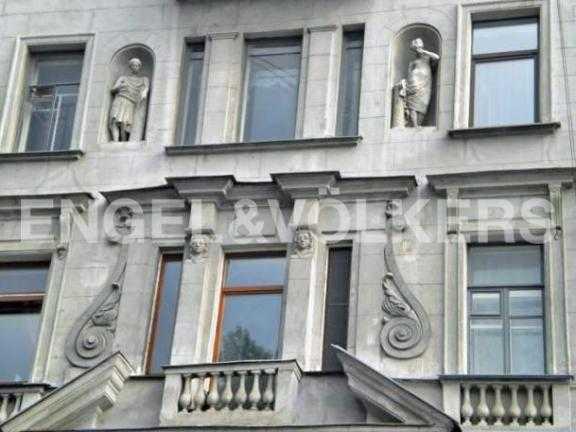 Элитные квартиры в Центральном районе. Санкт-Петербург, Наб. реки Фонтанки 126. Элемент декора фасада