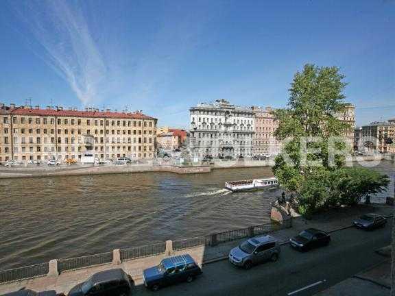 Элитные квартиры в Центральном районе. Санкт-Петербург, Наб. реки Фонтанки 126. Вид из окон на набережную реки Фонтанки