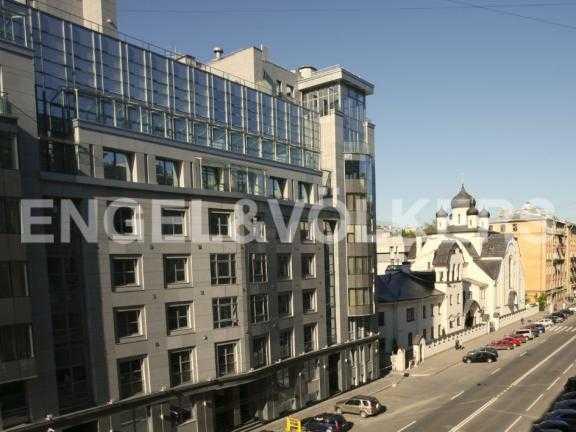 Элитные квартиры в Центральном районе. Санкт-Петербург, Тверская ул. 1А. Вид на церковь Знамения Пресвятой Богородицы