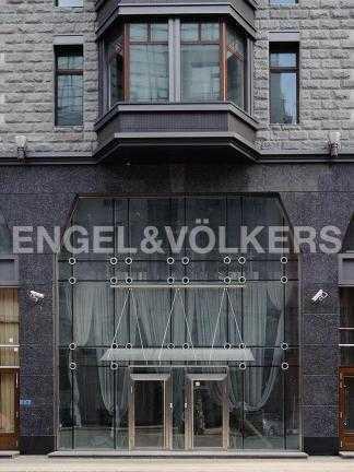 Элитные квартиры в Центральном районе. Санкт-Петербург, Тверская ул. 1А. Парадный вход