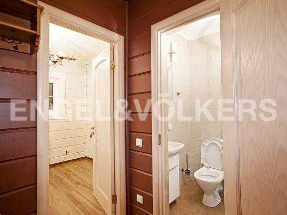 Элитные квартиры в Выборгском районе. Ленинградская область, п. Рощино. Ванная комната (гостевой дом)