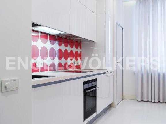 Элитные квартиры в Центральном районе. Санкт-Петербург, Парадная ул. 3. Встроенная кухня в гостиной