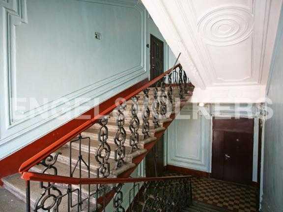 Элитные квартиры в Петроградском районе. Санкт-Петербург, Большой пр. 4. Парадная
