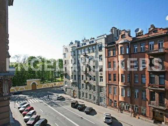 Элитные квартиры в Центральном районе. Санкт-Петербург, Тверская ул. 1А. Вид из окон на Таврический сад
