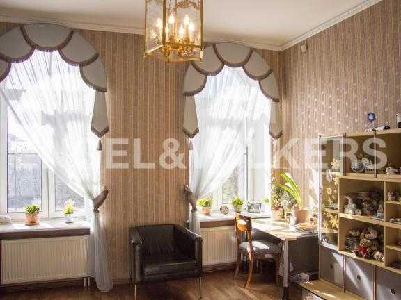 Элитные квартиры в Других районах области. Санкт-Петербург, В.О. Большой пр. 63. Детская комната