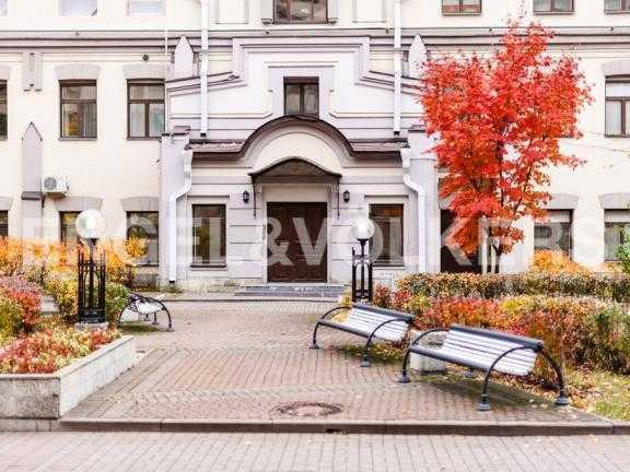 Элитные квартиры в Других районах области. Санкт-Петербург, 3-я линия 52. Придомовая территория