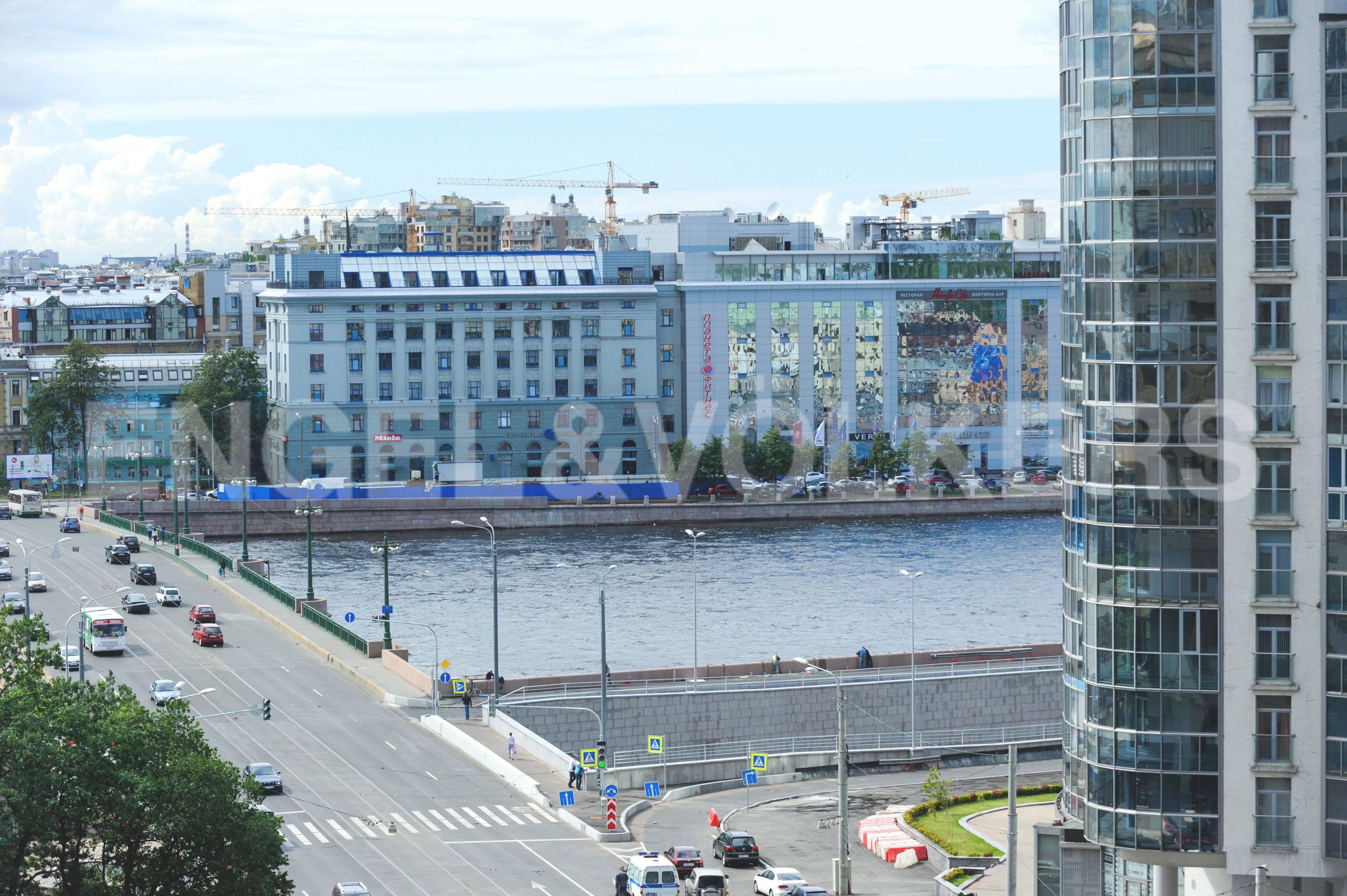 Элитные квартиры в Центральном районе. Санкт-Петербург, Большой Сампсониевский пр. 4-6. Вид из окон кабинета на Неву