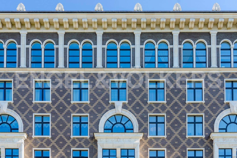 Элитные квартиры на . Санкт-Петербург, Депутатская ул., 26. Фасад дома со стороны ул. Эсперова