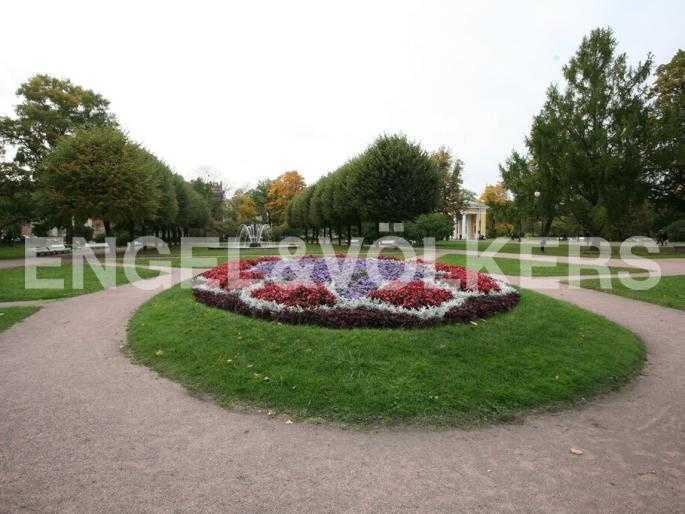 Парк Смольного института