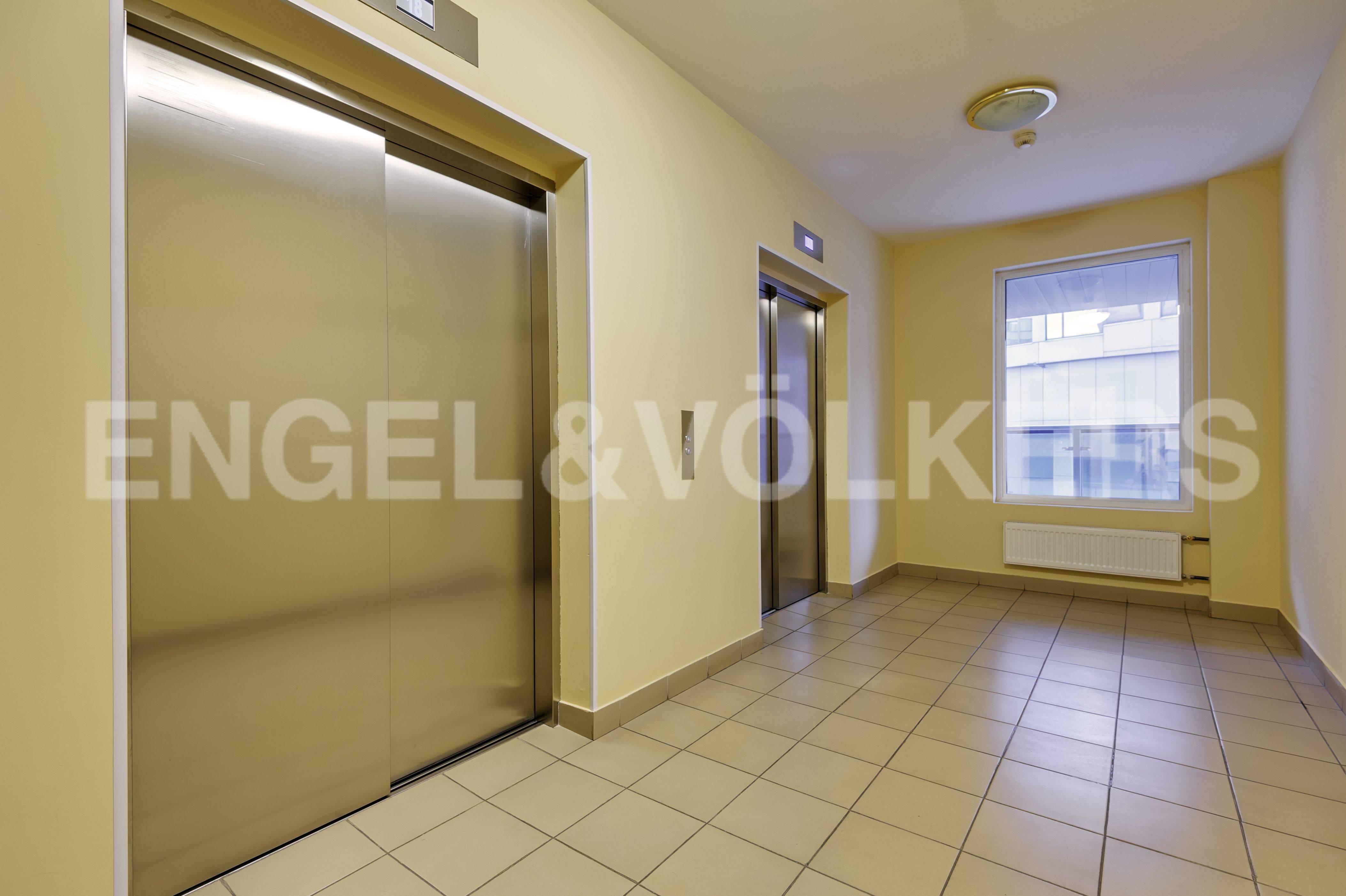 Элитные квартиры в Выборгский р-н. Санкт-Петербург, Большой Сампсониевский пр. 4-6. Скоростные бесшумные лифты в парадной