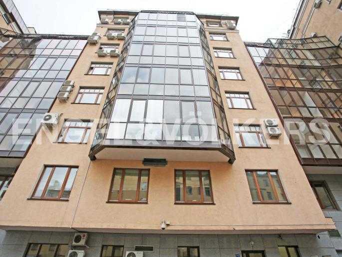 Элитные квартиры в Центральном районе. Санкт-Петербург, 9-я советская ул. 5. Фасад здания