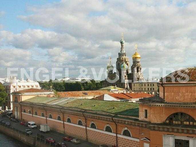 Элитные квартиры в Центральном районе. Санкт-Петербург, Наб. реки Мойки 5. Вид на Спас-на-Крови