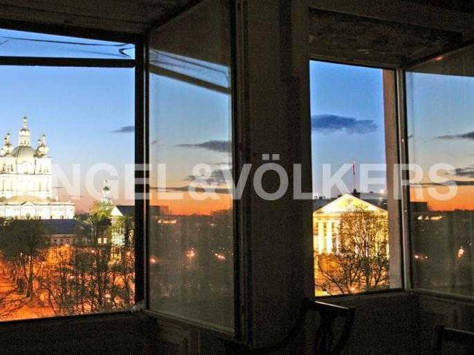 Элитные квартиры в Центральном районе. Санкт-Петербург, Смольный пр., 6. Вечерний вид из окон