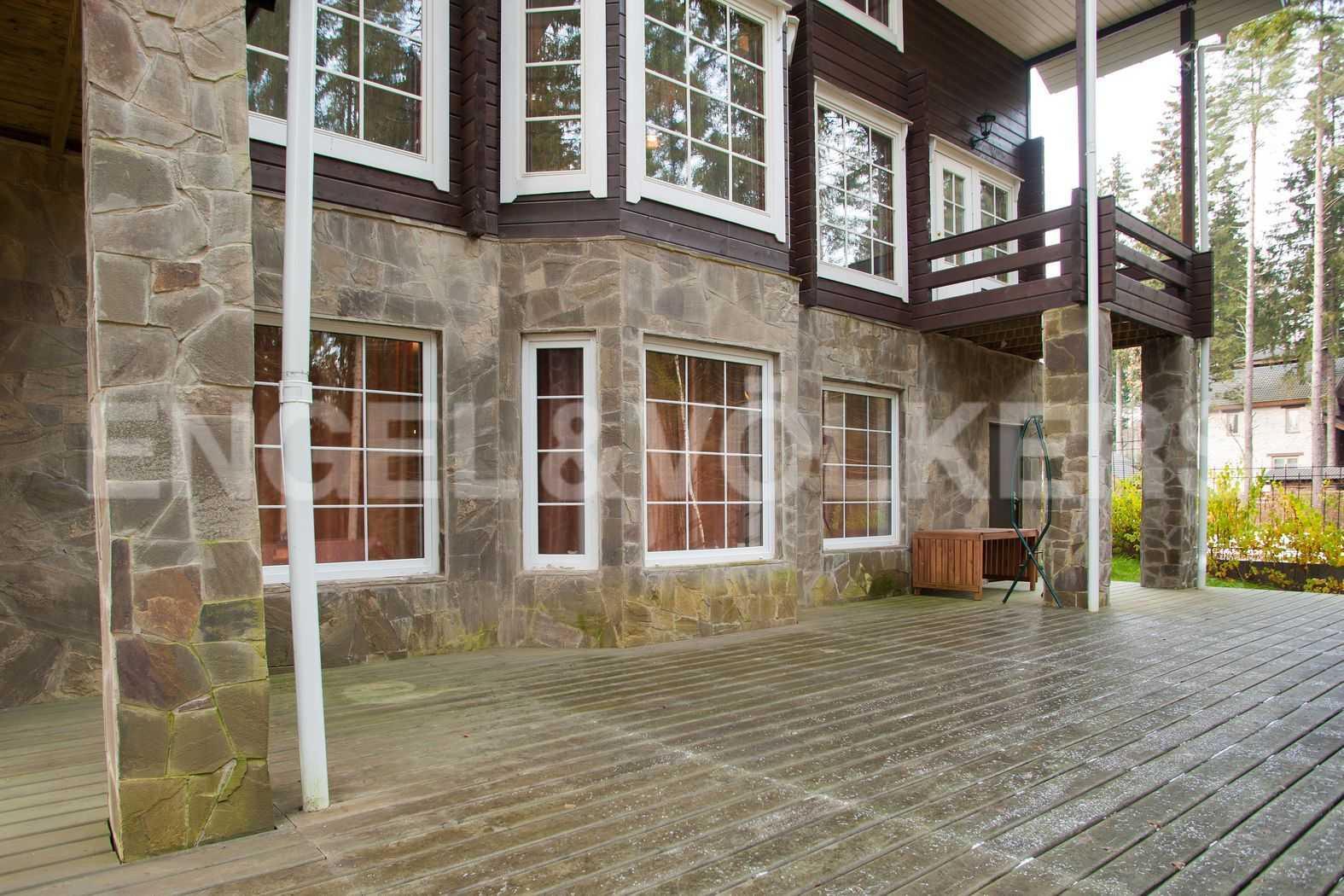 Элитные квартиры в Всеволожском районе. Ленинградская область, п. Вартемяги. Вид на дом